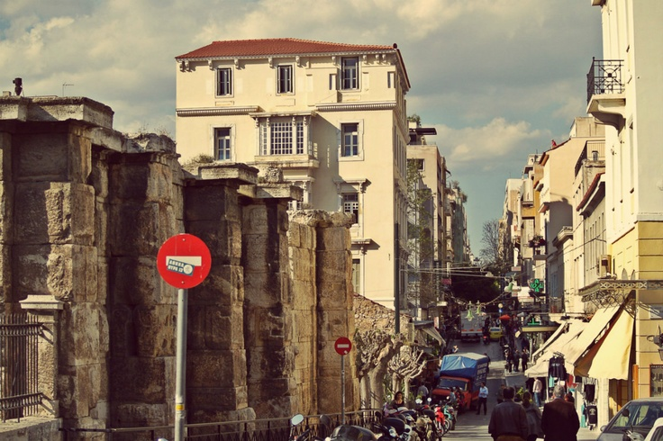 The end of Aiolou Str. in Plaka. It starts all the way from Omonia Square. (Walking Athens - Route 04 / Plaka)