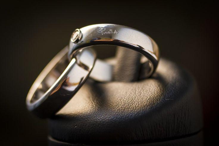 Anello doppia fede Pomellato con diamante centrale da 0.07ct in oro bianco. Prezzo da outlet - Gioielleria Orolive