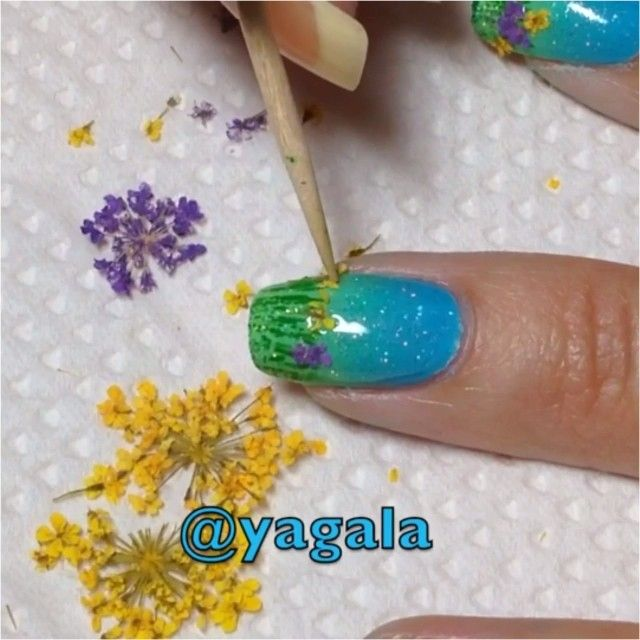 ▶️ Press Play! Summer nails ☀️ I use dried flowers from BornPretty.com ( @bornprettystore ) Use my code  YAGX31 to get 10% off  Trimmed brush from local store / Make up sponge from drugstore/Daiso to create the gradient. Names of polishes under the original post.  Для этого маникюра я использовала настоящие сухие цветы от @bornprettystore Используйте мой персональный код YAGX31 , чтоб получить 10% скидку