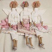 Купить или заказать Тильда-принцесса, куклы в стиле Тильда в интернет-магазине на Ярмарке Мастеров. Вот такие две Принцессы. :)... Одну зовут Принцесса Сильвия, другую - Принцесса Ольвия. Куколки сделаны на заказ. Материалы: оригинальная Тильда-ткань для тела, хлопок 100% Германия, одежда - хлопок Германия, США, ленты - хлопок Германия,Финляндия, фетр. Короны из коллекции 'Тильда'. Волосы - хлопок 100%. Наполнитель - холлофайбер. Сзади есть петельки. Цена за одну куколку - 2500 руб.