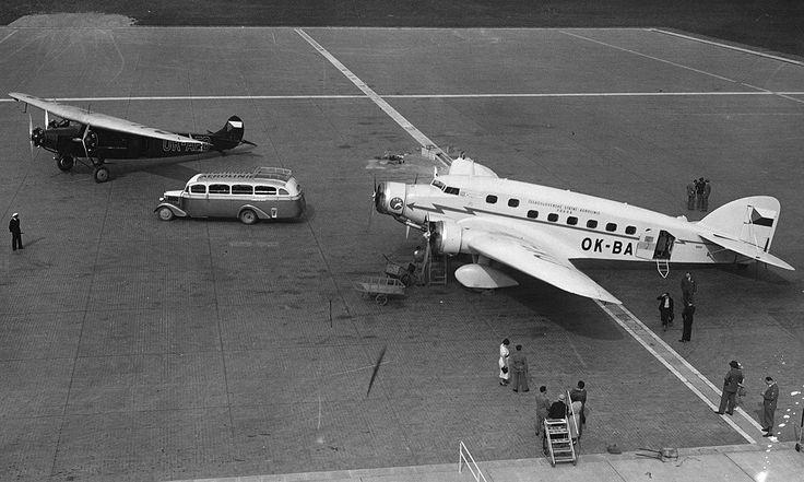 Savoia Marchetti SM.73, italský třímotorový dolnoplošník smíšené konstrukce s přepravní kapacitou 17 cestujících byl posledním typem, který rozšířil flotilu ČSA před válkou. Naše státní aerolinky nasadily 6 těchto strojů. V srpnu 1938 při letu z Prahy do Paříže havaroval OK-BAG za nepříznivého počasí na území Německa. Z cestujících ani z posádky nikdo nepřežil, při tragédii zahynul i první šéfpilot ČSA kpt. Karel Brabenec. Na fotce je SM.73 a Avia F.VIIb/3.