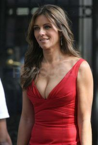 elizabeth-hurley-shows-cleavage-while-filming-gossip-girl