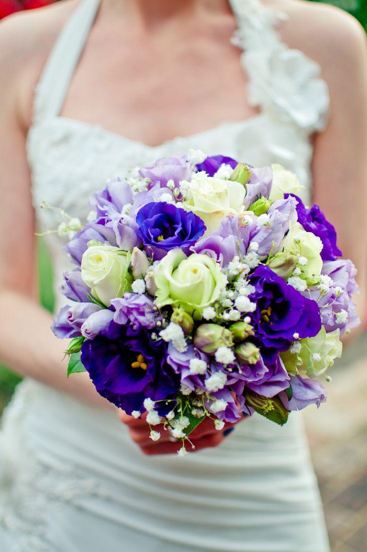 TiAmoFoto.pl bukiet ślubny, wedding bouquet, bukiet panny młodej, bride, kwiaty, ślub, fotografia ślubna, wesele, fotograf, detale, dodatki ślubne, dekoracje, eustoma, niebieski, fioletowy, biały