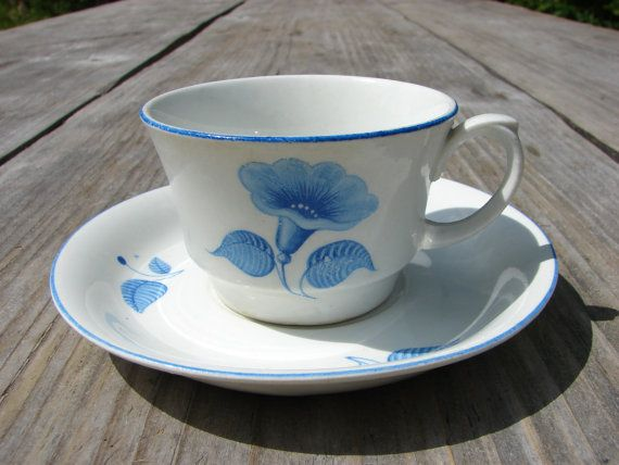 Vintage ARABIA Finland White with Blue floral details by Luckytage, €12.00