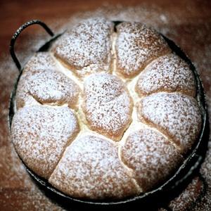Buchteln mit Vanillesauce #Buchteln #Backen #Rezepte