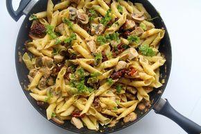 Cremet pasta med kylling, svampe og soltørrede tomater photo IMG_9866_zpsfyleiuxl.jpg