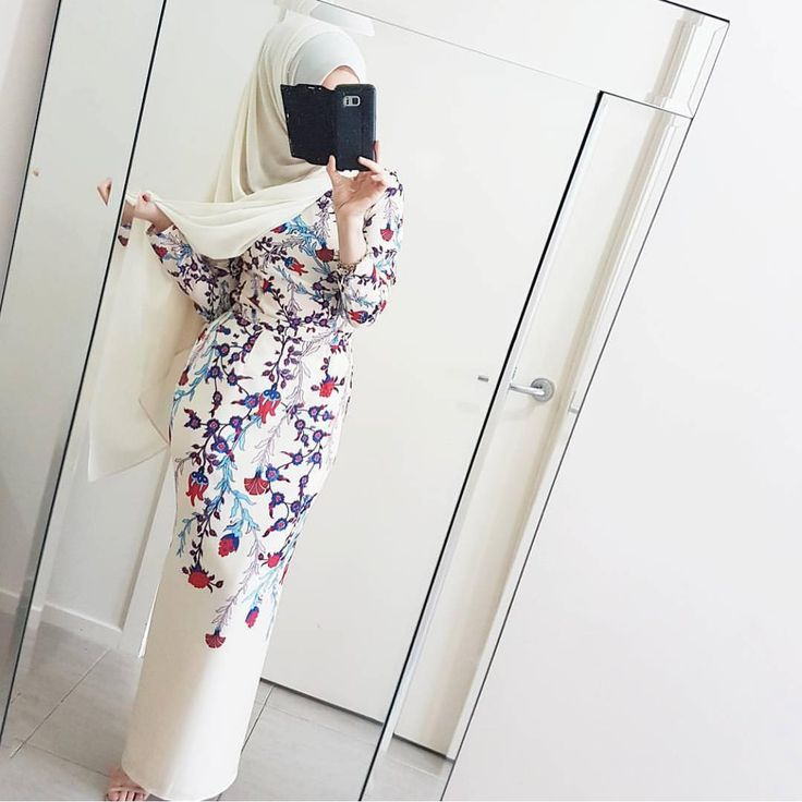 The Jordana Set in Beige Floral is definitely a stunning piece thats perfect for Raya and @hijabrevivalofficial is looking stunning in it! Jordana is still open for Backorders on the site ladies! Shop her now before it closes to receive your Jordana before Raya. Link in bio! Happy Shopping