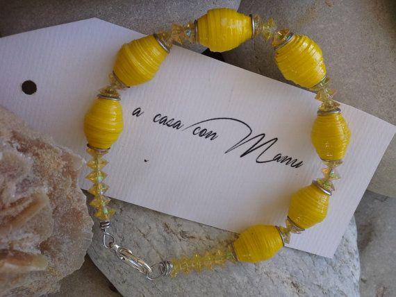 Bracciale giallo con perle di carta  eco gioielli  di Acasaconmanu