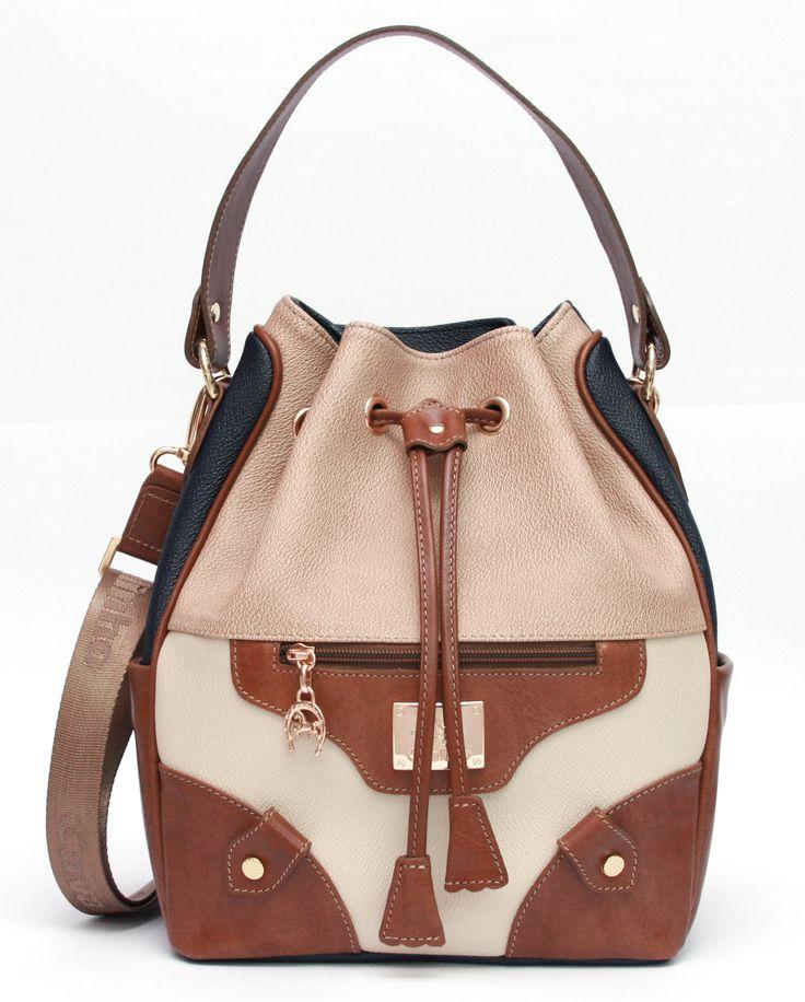 Fique mais Fashion com uma mala Cavalinho! Get more Fashion with Cavalinho handbag!