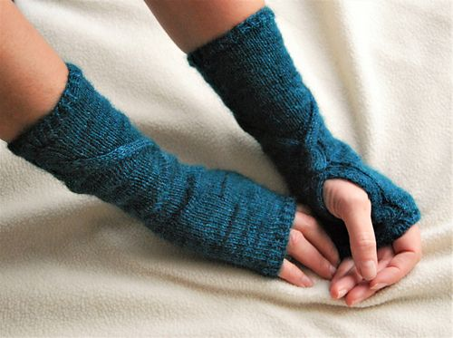 Firenze mittens #knitting #pattern #mittens #cable #texture