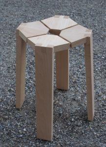 Petit tabouret en bois