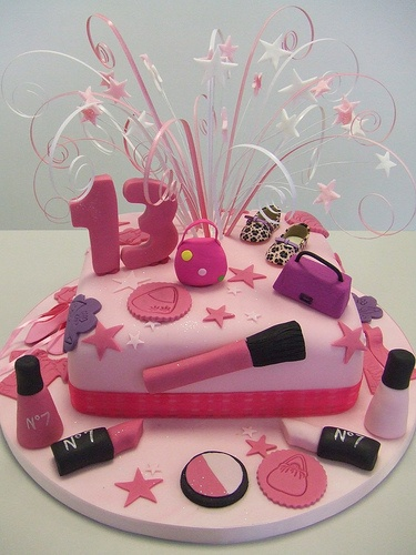 Thinking of this cake for my daughter's 14th birthday...