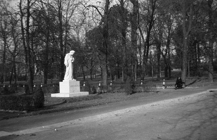 Ludwig van Beethoven szobor (Horvay János, 1932.).