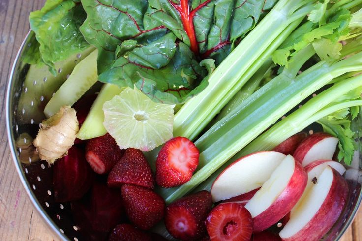 Daily detox juice recipe 0 Strawberries 5 Celery Stalks 1 large apple ...