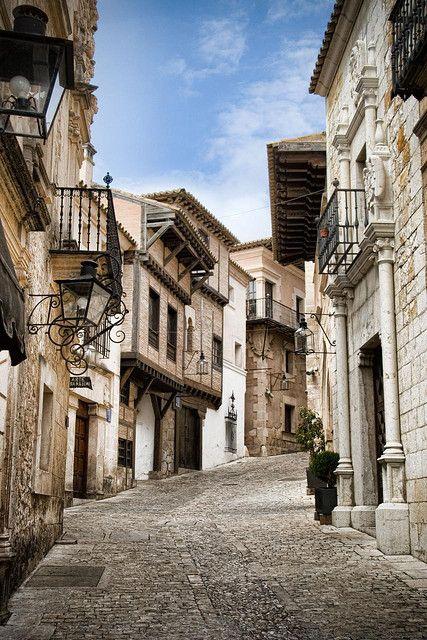 Calle Pueblo Español by Sergio Moral, via Flickr