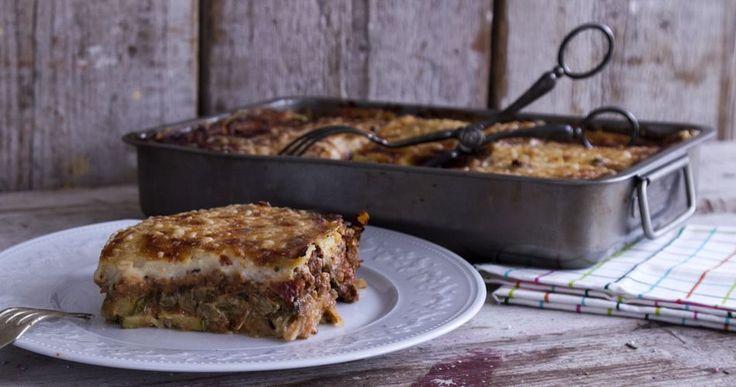 Μουσακάς από τον Άκη Πετρετζίκη. Το αγαπημένο μας ελληνικό, παραδοσιακό φαγητό.