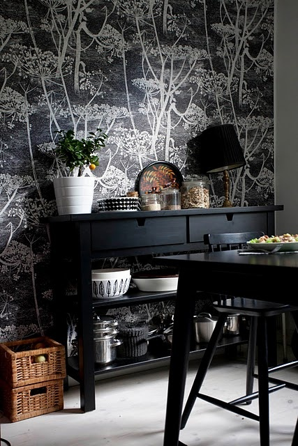 Cow Parsley makes this casual dining room ever so chic. available at walnut wallpaper #wallpaper