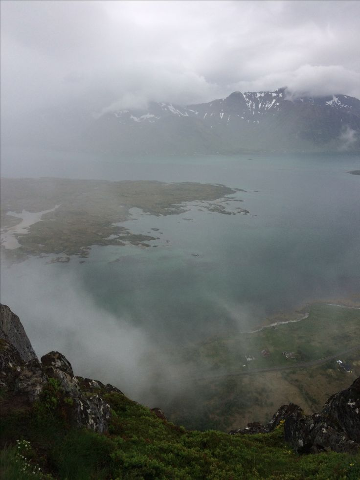 Hoven. Lofoten. Lofootit. Norja. Foggy. Rainy. Views at the top. Norway