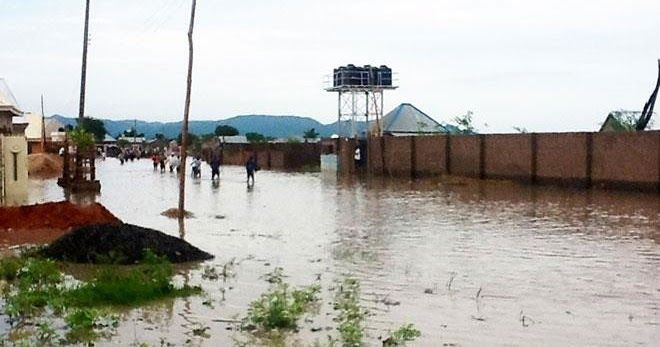 Many residential buildings and shops were submerged in Ilorin Kwara State following a heavy downpour in the early hours of Saturday.  The heavy rain which began around 10:00p.m. lasted about three hours and was accompanied by flood.  City News observed that while most of the houses flooded were built some metres away from the river bank others affected were as a result of man-made situations. Many cars were either flooded or got stuck on the road owing to the large volume of water on roads…
