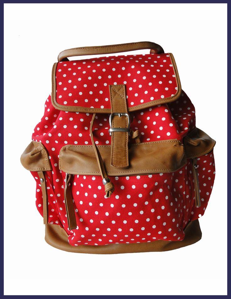 Mochila de Tela y CueroColor: Rojo con lunares blancos       Medidas: 38 x 35 x 18Tres bolsillos exteriores con cierreBolsillo interno con cierre y dos bolsillos internos sin cierre