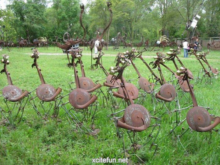 yard art from junk metal | Metal Yard - The Bird Band : Funny, Strange
