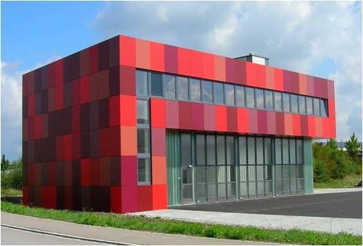 Delicada combinación de colores para resumir la fachada la sede de una empresa de informática en Baden Baden