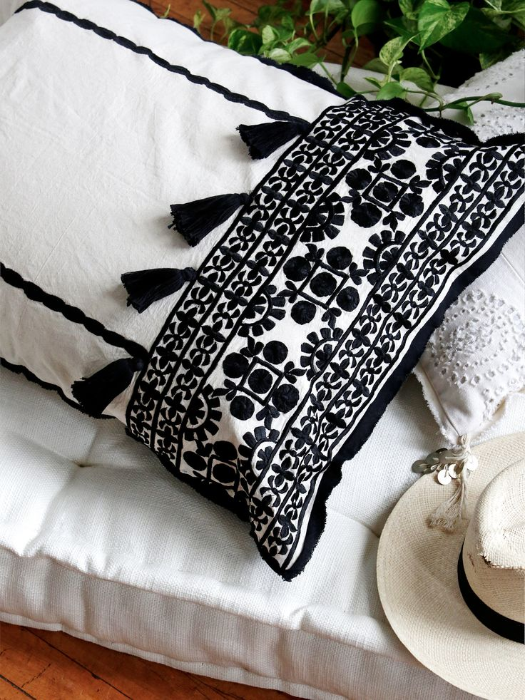 Moroccan Embroidered Pillow Case !!  (bordado marroquí en funda de almohada)