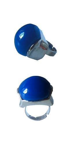 Anillo Redondeado azul de tamaño grande, un gran protagonista. Decubre las tendencias de anillos para la Primavera 2013. http://Alltrendy.es