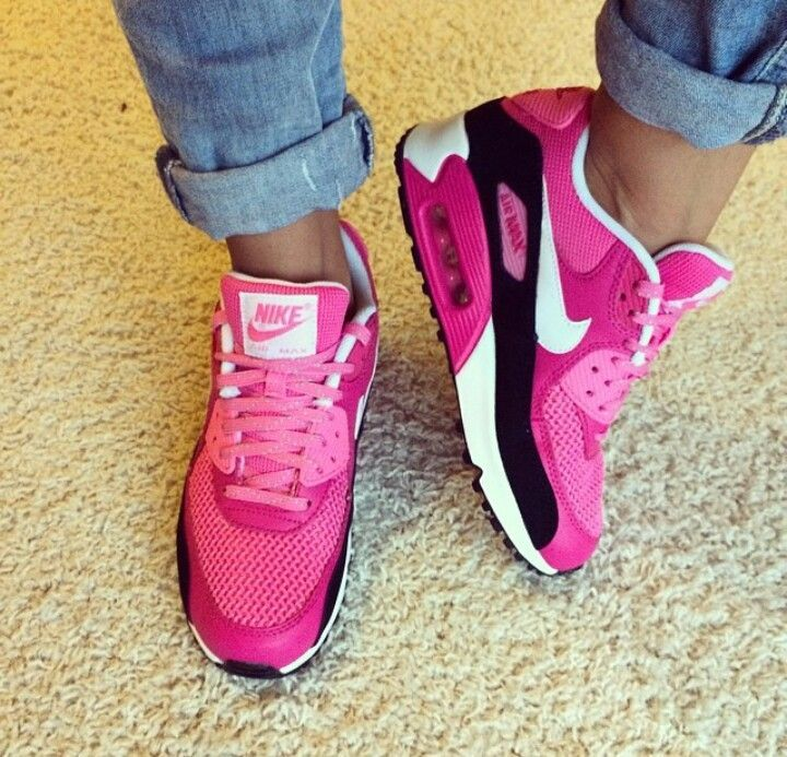 I don't own a pair of tennis shoes but I would actually wear these nike air max 90
