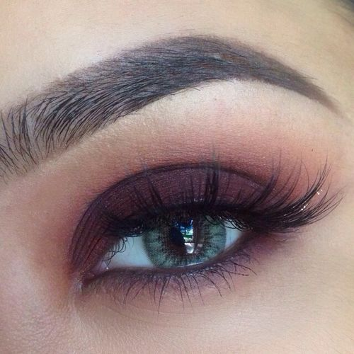 Great alternative to a black smoky eye. My green eyes would love this!