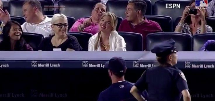 Kate Upton disfrutó de todo el partido de los Tigres de Detroit en el Yankee Stadium, en donde se encontraba su novio, el lanzador de los felinos Justin Verlander.