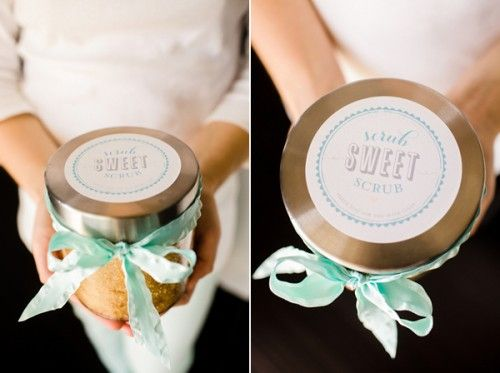 DIY Body Scrub~This is a scrumptious DIY body scrub using sugar. The tutorial includes really cute printable labels, add a ribbon and you have a beautiful gift for mom this Mother's Day!