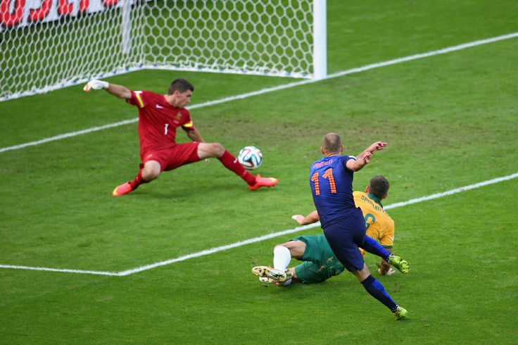 Netherlands Tops Australia 3-2 In Unexpectedly Wild World Cup Clash - PORTO ALEGRE, BRAZIL - JUNE 18: Arjen Robben of the Netherlands shoots and scores his team's first goal past goalkeeper Mathew Ryan of Australia during the 2014 FIFA World Cup Brazil Group B match between Australia and Netherlands at Estadio Beira-Rio on June 18, 2014 in Porto Alegre, Brazil. (Photo by Paul Gilham/Getty Images)