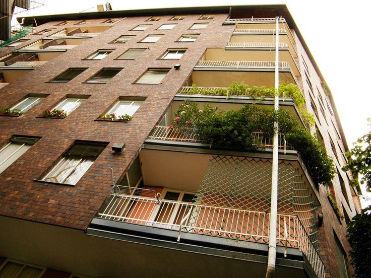 Casa in via Marchiondi - Una città d'argilla: il clinker nell'architettura moderna milanese - itineraries - Ordine degli architetti, P.P.C d...
