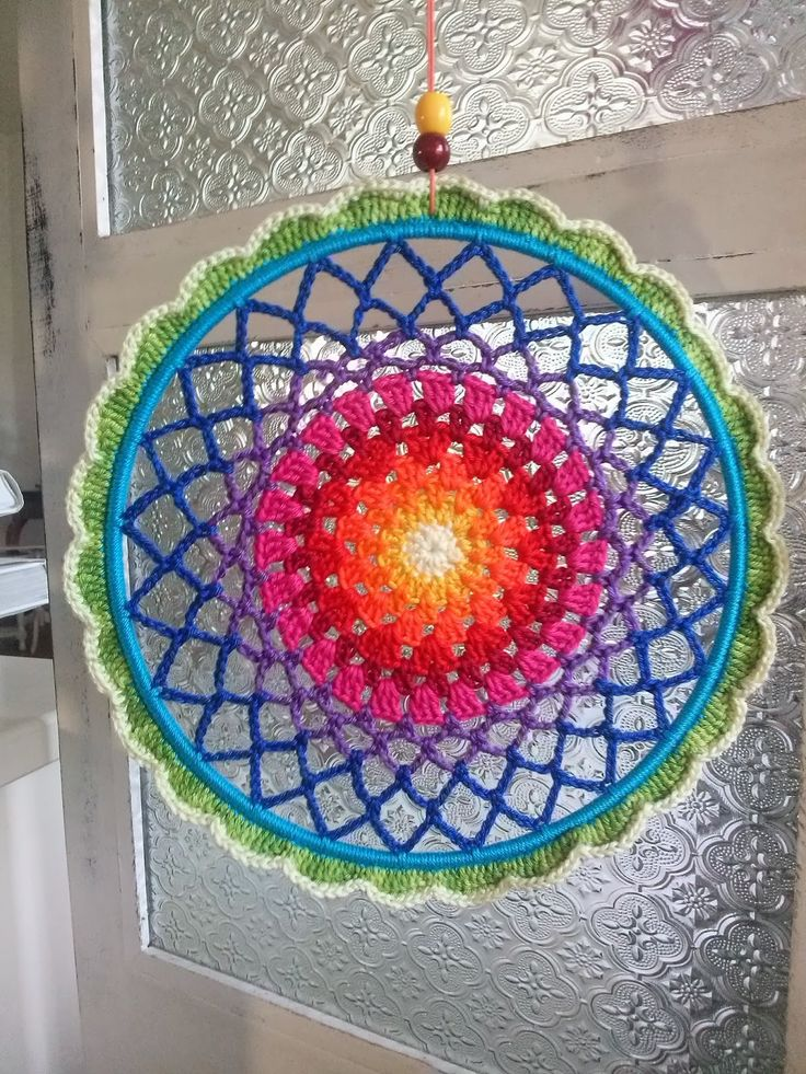 Huisje Blij van Zin: Mandala...I love this hanging mandala..These would be pretty hanging outside or in a window! Great inspiration!! Any round doiley pattern would work.