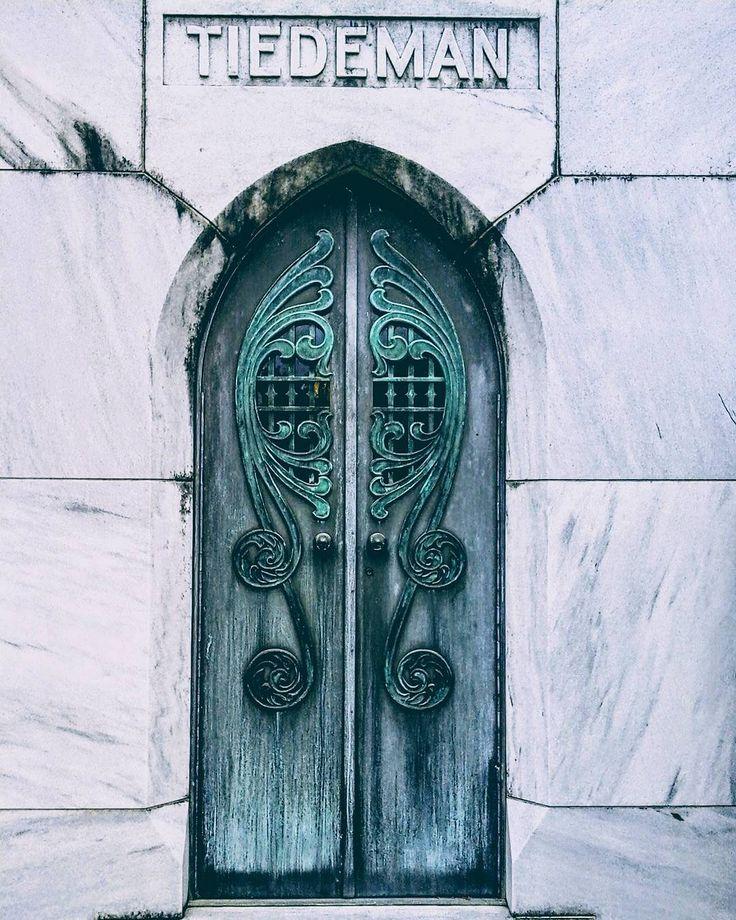 Tbt 2: detail of art deco crypt from Bonaventure  #bonaventurecemetery  #spookysouth  #graveyard  #savannah #artdeco #tbt