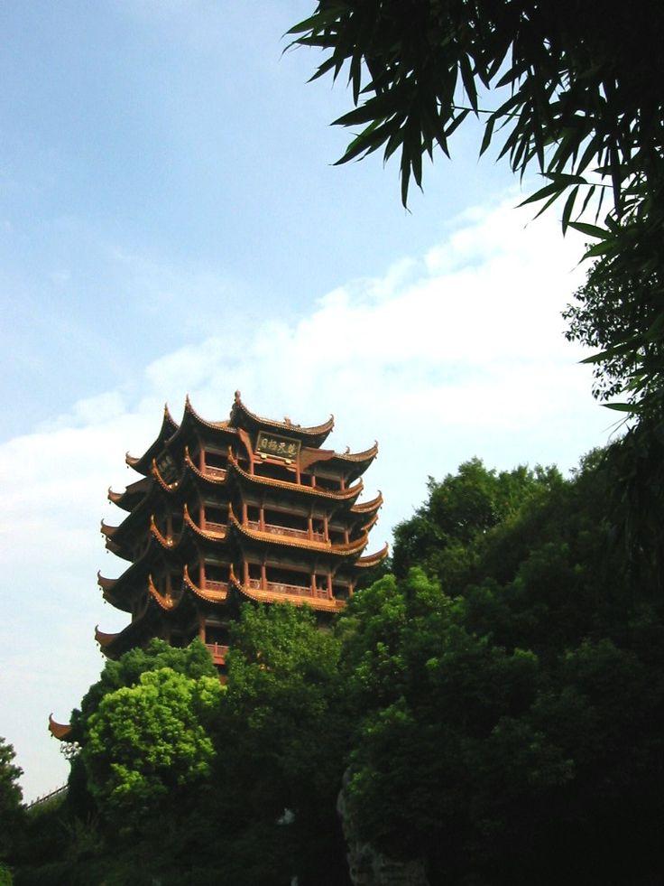 李白は詩を残したことでも有名な黄鶴楼。