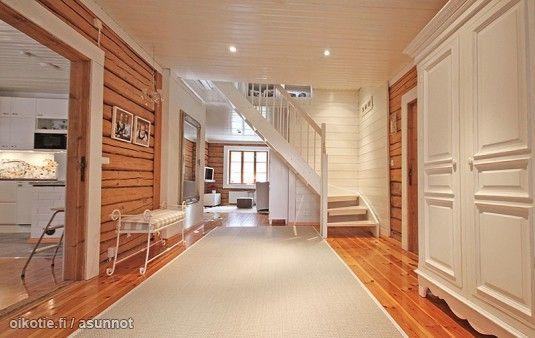 Myytävät asunnot, Kirkkonummi #eteinen #hirsitalo #oikotieasunnot