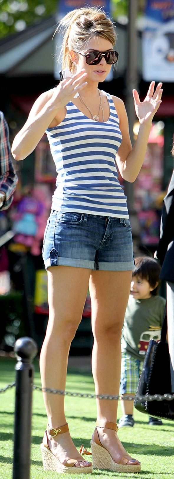 maria menounos - this is a cute outfit!