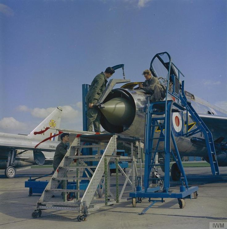 ROYAL AIR FORCE 1950 - 1967 (RAF-T 3504) Mechanics work on an English Electric Lightning F.1As of No 111 Squadron at RAF Wattisham, Suffolk.