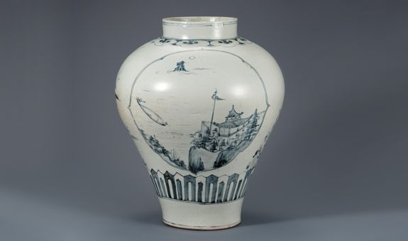 (Korea) Blue and White Porcelain Jar in under glaze cobalt-blue. Joseon Kingdom, Korea. circa late 18th century CE.  National Museum of Korea. 산수무늬 항아리.