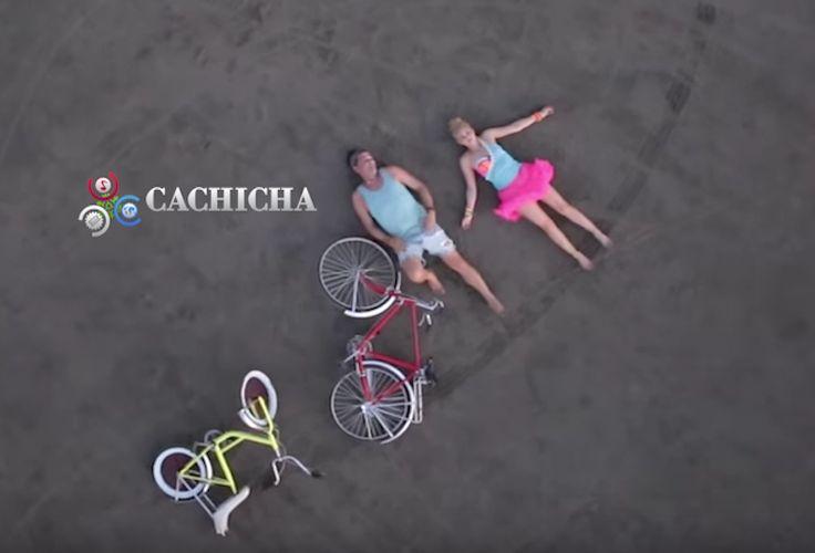 Official Video Carlos Vives Y Shakira – La Bicicleta
