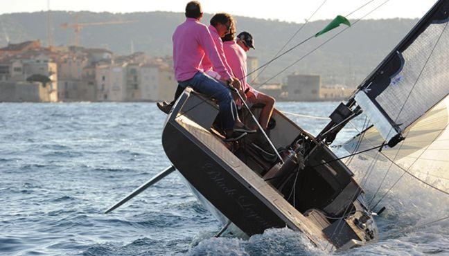 Concentré de design et de technologie, le Black Pepper Code 0, dayboat high-tech au style «Belle Plaisance Design», séduit dès le premier regard. Sa qualité de construction, la pureté de ses lignes et sa tenue exceptionnelle à la mer ne laissent personne indifférent.