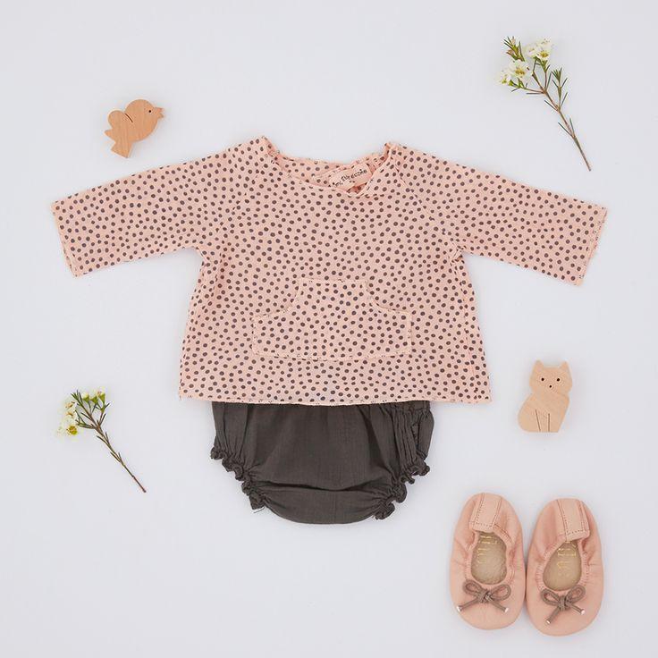 Look • Ensemble naissance en crêpe de coton My little cozmo • Ballerines rose cuir Bùho  #look #baby #enfant #naissance #mode #plumeti #mylittlecozmo #bùho
