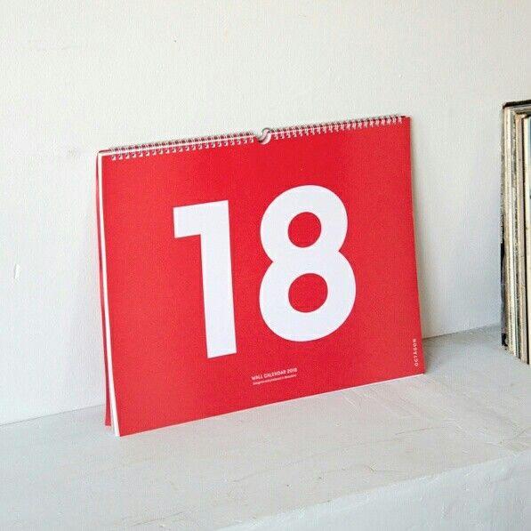 Calendario de pared Octàgon Design en www.landofpaper.es; medida A3 (42 x 29,7 cm). Una hoja por cada mes, e incluye calendario completo de 2018 y 2019. Papel offset de 160g/m2 Wall planner by Octàgon Design at www.landofpaper.es; size A3 (42 x 29.7 cm). One sheet per month, and includes a complete 2018 and 2019 calendar. Offset paper 160 gsm.