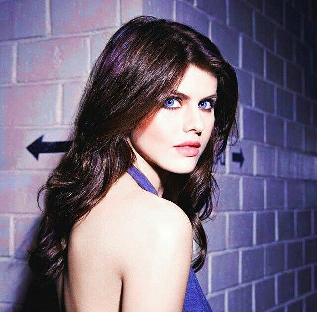 Alexandra Daddario Hot Sexy Boobs