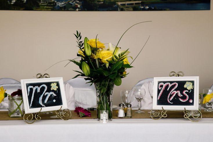 Mr & Mrs Sign on Head Table ©Alicia Robichaud Photography www.arfoto.ca
