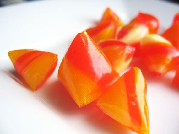 berlingot: bonbon de sucre en forme de tétraèdre.