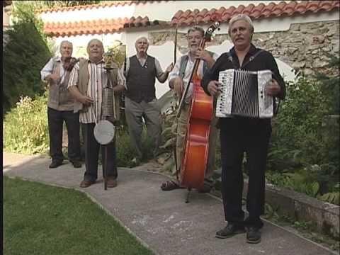Devcata z pohranici smes pisnicek. - Jihočeská kapela Dudlajda. - Each community used to have similar music group.