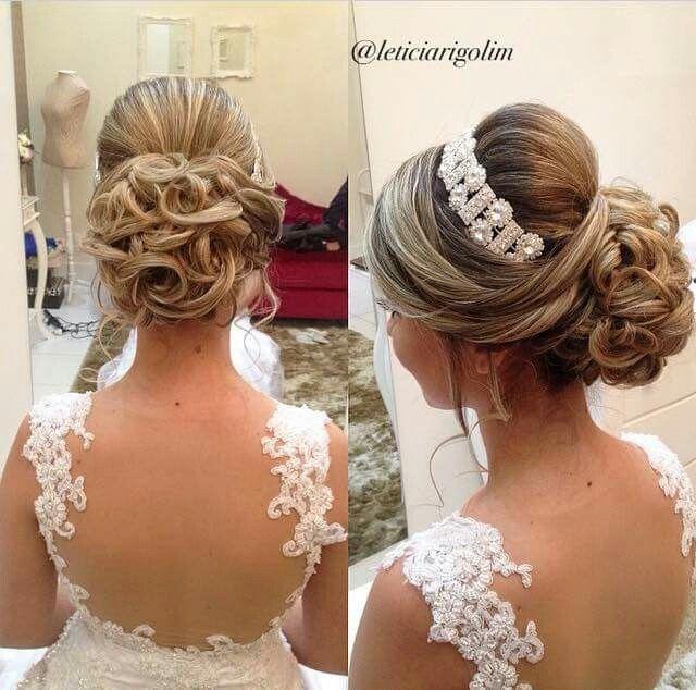 Lindo penteado preso com o detalhe da tiara!